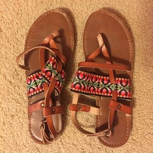 EUC Mossimo and Co. tribal sandals 6.5